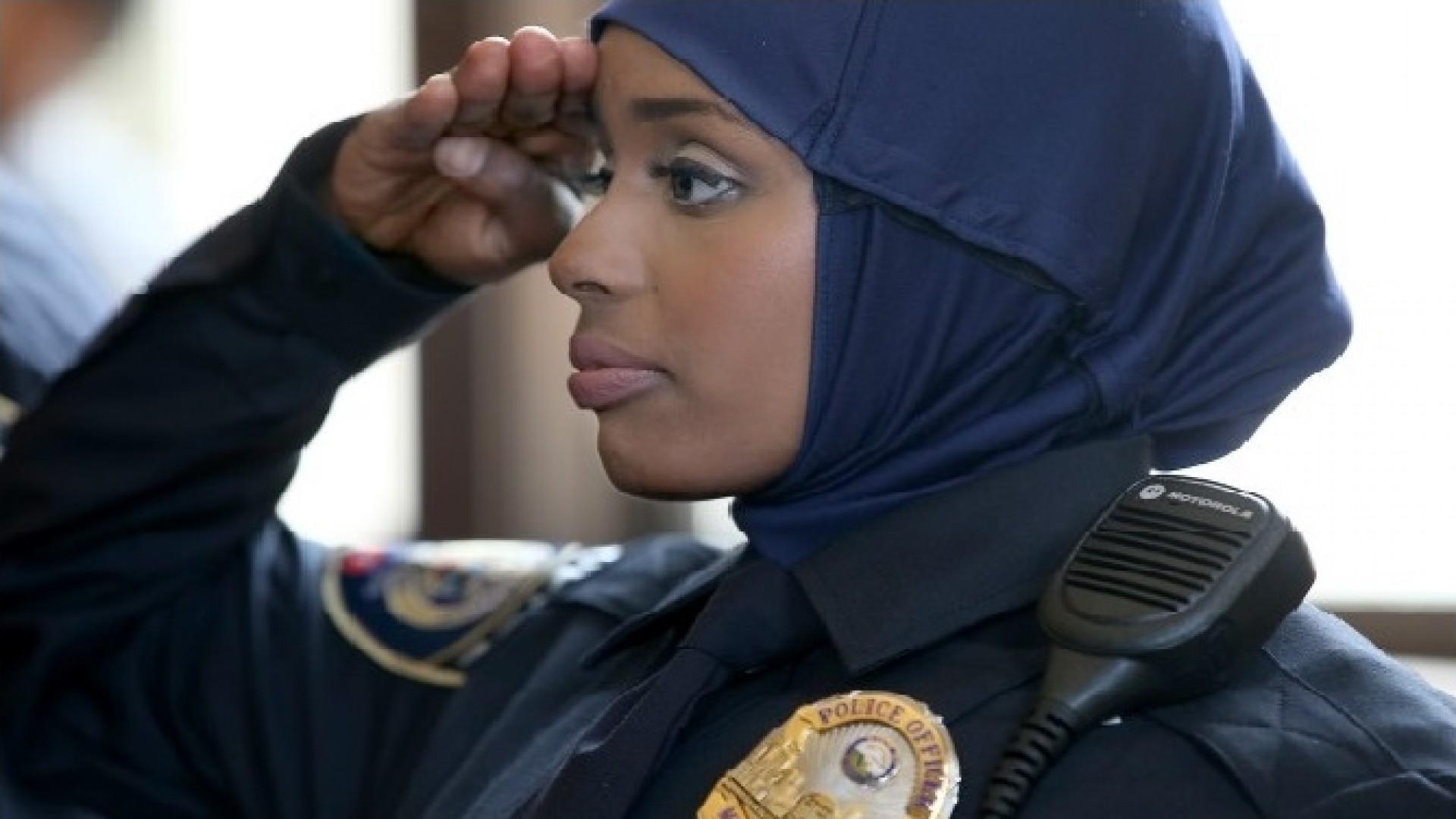 SHBA: një vendim që gratë muslimane me hixhab mund të punojnë si oficere policie